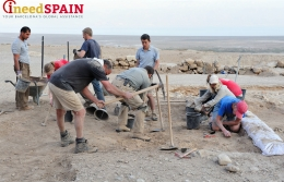Barcelona students embark on the archeological excavation of a XIX-century pottery workshop